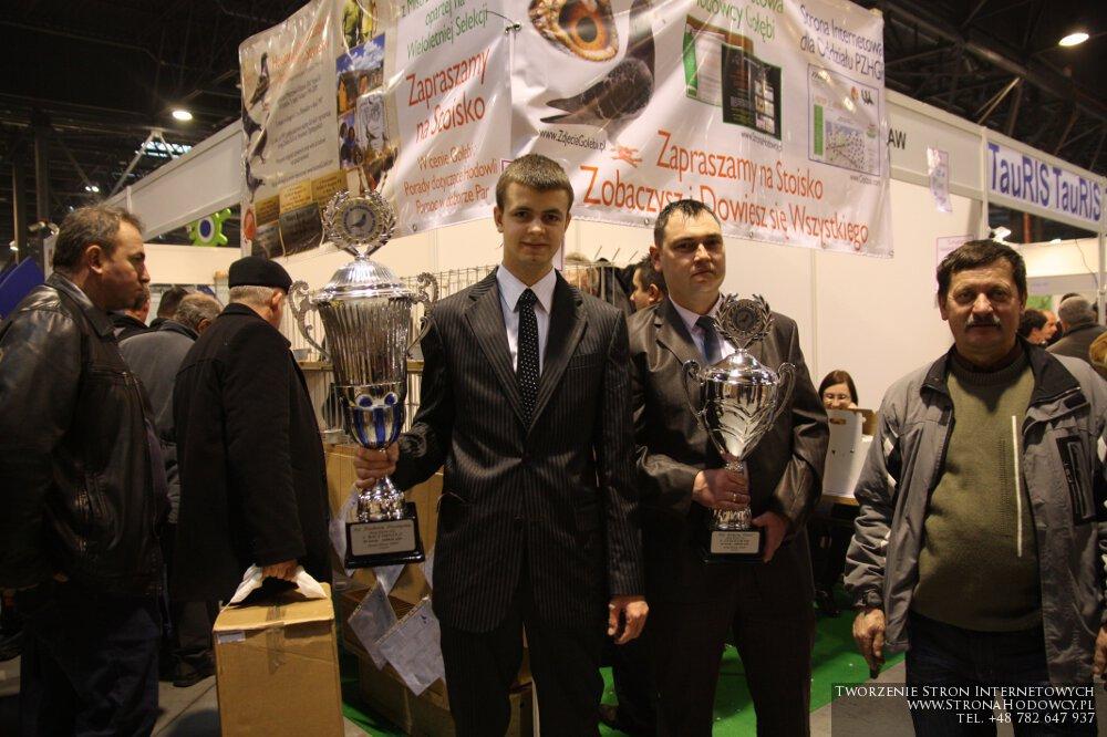 Od lewej: Przemysław Niedbalski, Daniel Kałużny, Prezes Oddziału Sława - Henryk Zamróz